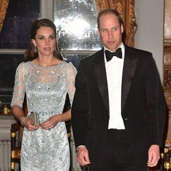 Los Duques de Cambridge en la cena en la embajada inglesa en París