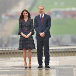 Los Duques de Cambridge posando en Trocadero durante su viaje a París