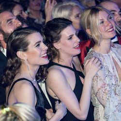 Carlota Casiraghi, Juliette Maillot y Mona Walravens en la 63 edición del Baile de la Rosa