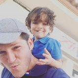 Manu Tenorio y su hijo Pedro celebrando el Día del Padre 2017