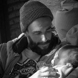 Juanma Furió con su hija Natura en brazos el Día del Padre 2017