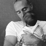 Álex Corretja, marido de Martina Klein con su hija Erika el Día del Padre 2017