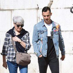 Joel Bosqued con la madre de Blanca Suárez en Málaga