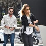 Sergio Ayala e Ivonne Reyes acudiendo a un restaurante