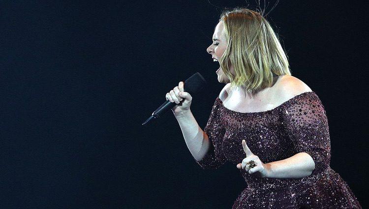 Adele actuando en Melbourne