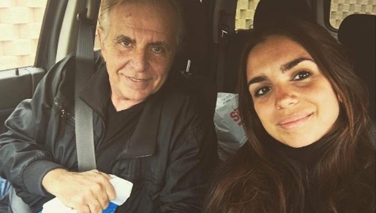 Elena Furiase junto a su padre