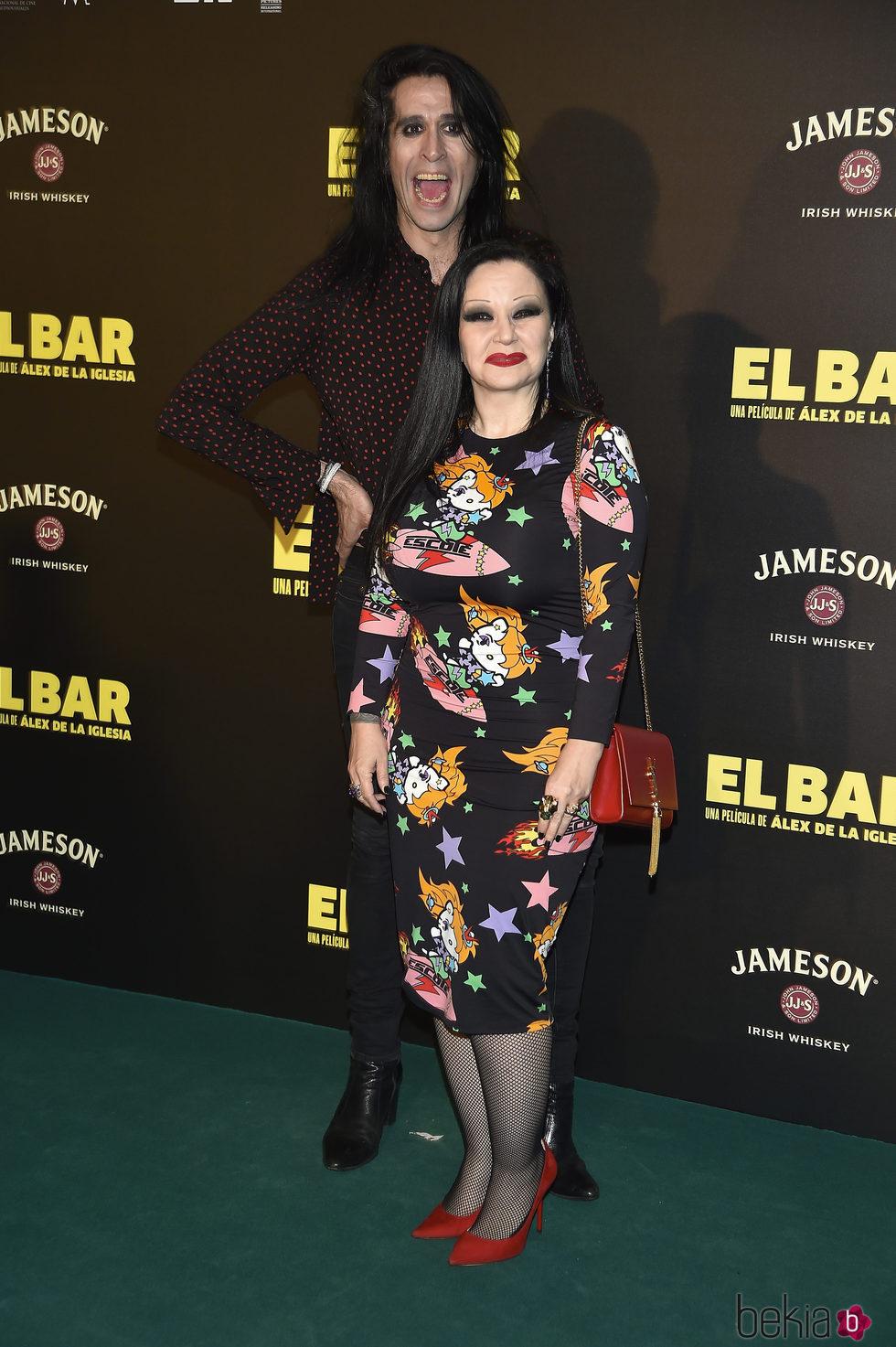 Mario Vaquerizo y Alaska en la presentación de la película 'El Bar' en los cines Callao de Madrid