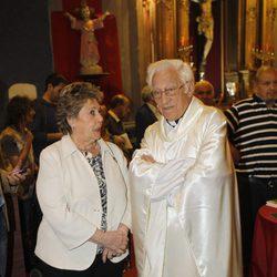 Paloma Gómez Borrero y el Padre Ángel