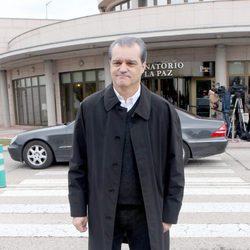 Ramón García en la capilla ardiente de Paloma Gómez Borrero
