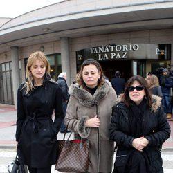 Alba Carrillo, Teresa Bueyes y Loles León en la capilla ardiente de Paloma Gómez Borrero