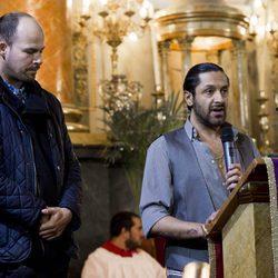 Rafael Amargo diciendo unas palabras en la misa funeral en homenaje a Pablo Ráez