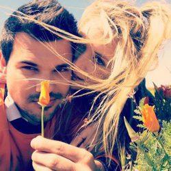 Billie Lourd muy cariñosa con Taylor Lautner