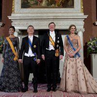 El rey Guillermo, Máxima de Holanda, Juliana Awada y Mauricio Macri en una cena de gala