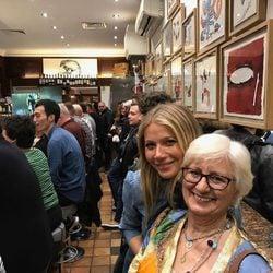 Gwyneth Paltrow con su 'madre' española en Barcelona