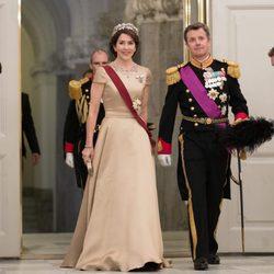 Federico y Mary de Dinamarca en la cena de Estado en honor a los Reyes de Bélgica