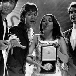 Massiel con el Dúo Dinámico tras ganar Eurovisión en 1968