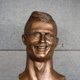 El busto con el rostro de Cristiano Ronaldo en el aeropuerto de Madeira