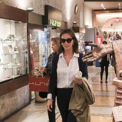 Isabel Preysler de compras en un centro comercial de Arequipa