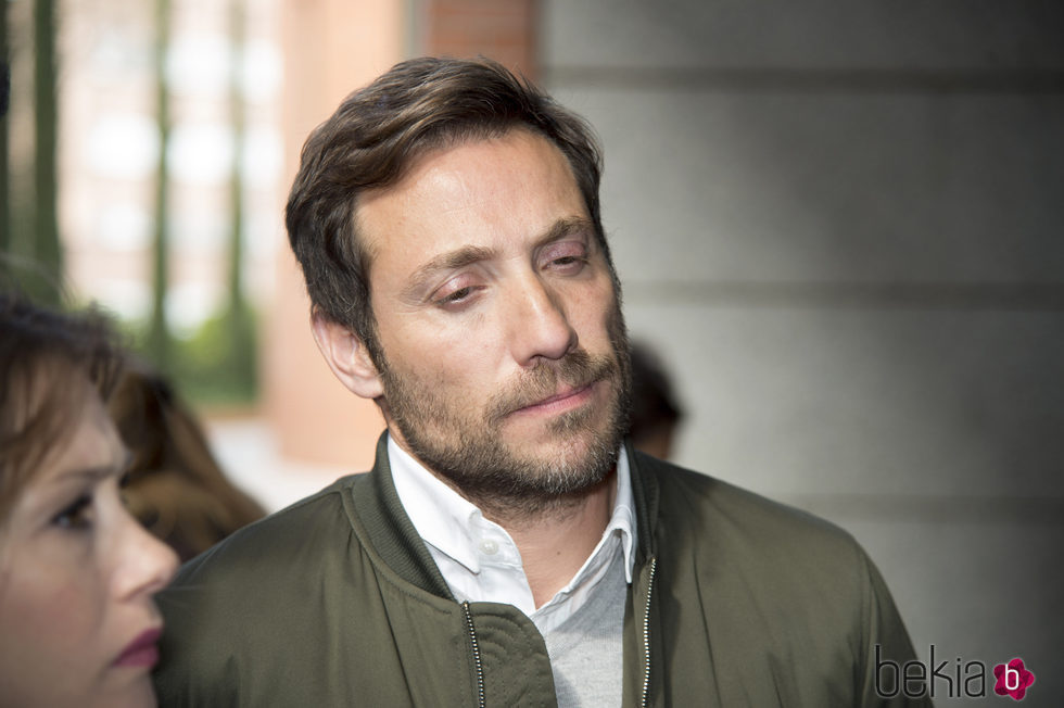 Antonio David Flores muy preocupado a la salida de los Juzgados de Alcobendas