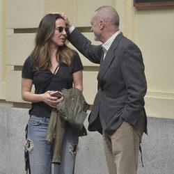 Kate del Castillo paseando por Madrid con Arturo Pérez-Reverte