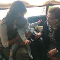 Sara Carbonero con el pequeño Lucas y su abuela