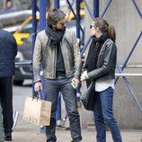 Dimitri Rassam y Carlota Casiraghi mirándose en Nueva York