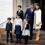 Federico y Mary de Dinamarca con sus hijos en la Confirmación de Félix de Dinamarca