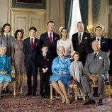 Félix de Dinamarca con sus padres, hermanos, abuelos y padrinos en su Confirmación