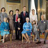 Félix de Dinamarca con sus padres, hermanos, abuelos y Marie de Dinamarca en su Confirmación