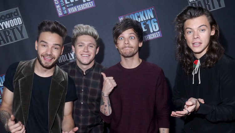 El grupo One Direction en el evento Dick Clark's New Year's
