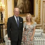 El Duque de Edimburgo y Kylie Minogue en una audiencia en el Castillo de Windsor