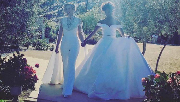 Lauren Morelli y Samira Wiley en su boda