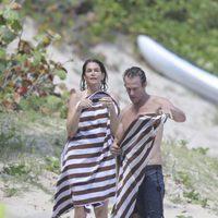 Cindy Crawford saliendo del agua de las playas de San Bartolomé