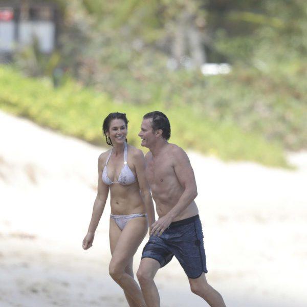 Cindy Crawford luciendo cuerpazo en bañador  junto a su marido en San Bartolomé