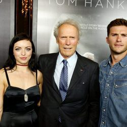 Clint Eastwood posa con sus hijos Francesa y Scott Eastwood