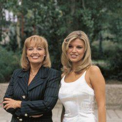 Terelu Campos y María Teresa Campos en un posado profesional