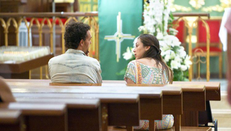 Tamara Falcó con un amigo en una iglesia en Marbella