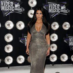 El escote plateado de Kim Kardashian