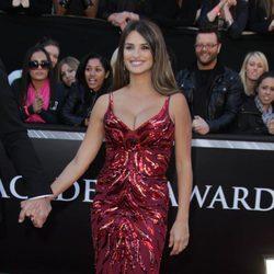 Penélope Cruz con un vestido rojo escotadísimo
