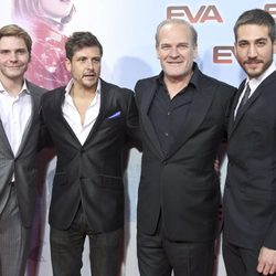 Daniel Brühl, Kike Maíllo, Lluís Homar y Alberto Ammann en la premiere de 'Eva' en Madrid
