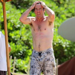 Dennis Quaid presume de torso desnudo en Hawai