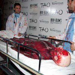 Heidi Klum llegó en camilla escoltada por dos enfermeros