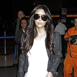 Kim Kardashian se quita el anillo de casada tras pedir el divorcio