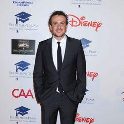 Jason Segel en una gala benéfica en Los Ángeles