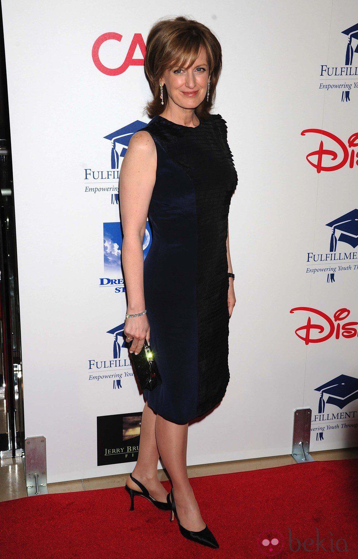 Anne Sweeney en una gala benéfica en Los Ángeles