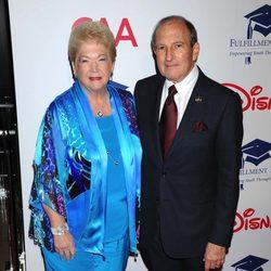 Gary Gitnick y Cherna Gitnick en una gala benéfica en Los Ángeles