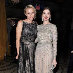 Charlene de Mónaco y Anne Hathaway en los premios Princesa Grace en Nueva York