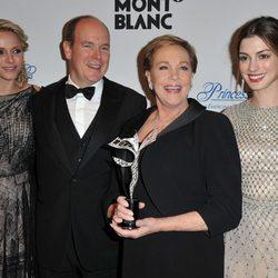 Los Príncipes de Mónaco, Julie Andrews y Anne Hathaway en los premios Princesa Grace en Nueva York