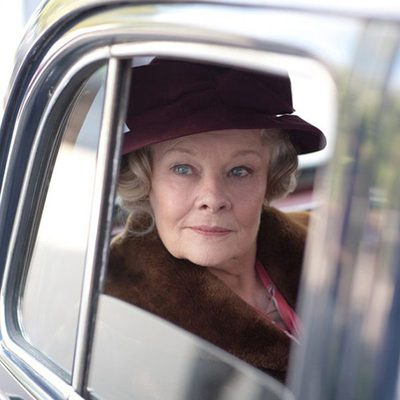 Judi Dench montada en un coche es una escena de 'My week with Marilyn'