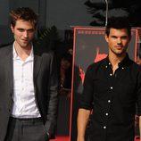 Robert Pattinson y Taylor Lautner en el Teatro Chino de Los Ángeles